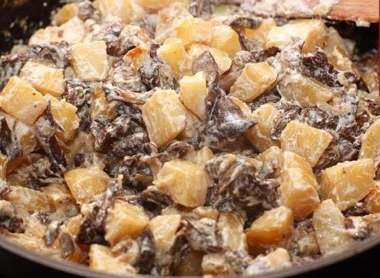опята жареные с картошкой и сметаной